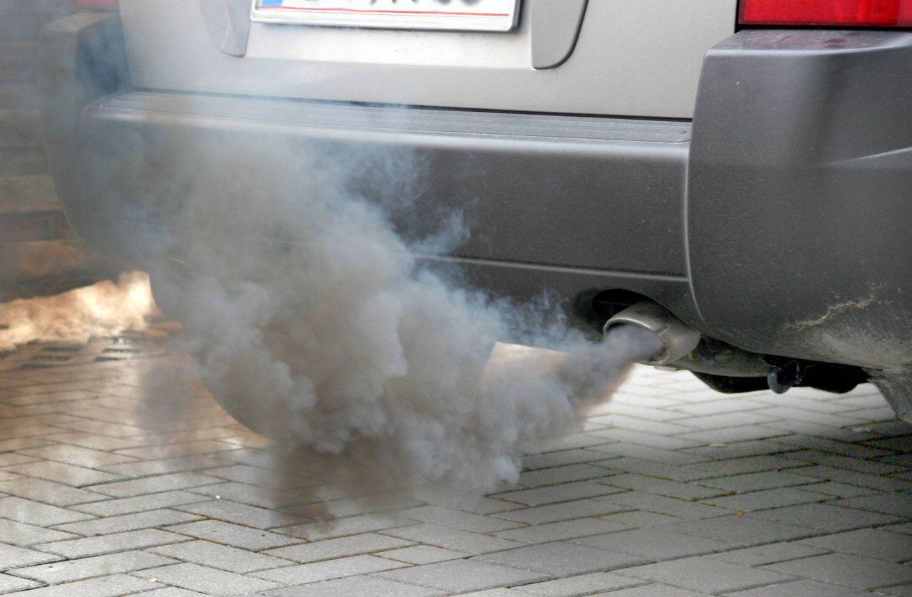 Germania: Cavie umane usate per testare i gas di scarico delle auto