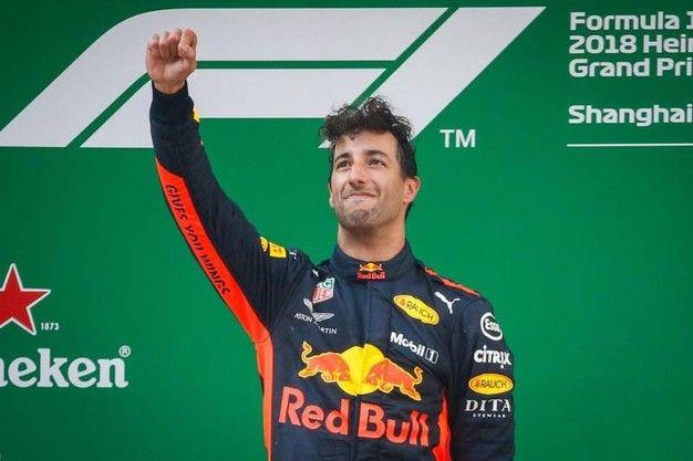 F1 Gp Cina 2018, vince Ricciardo. Male le Rosse