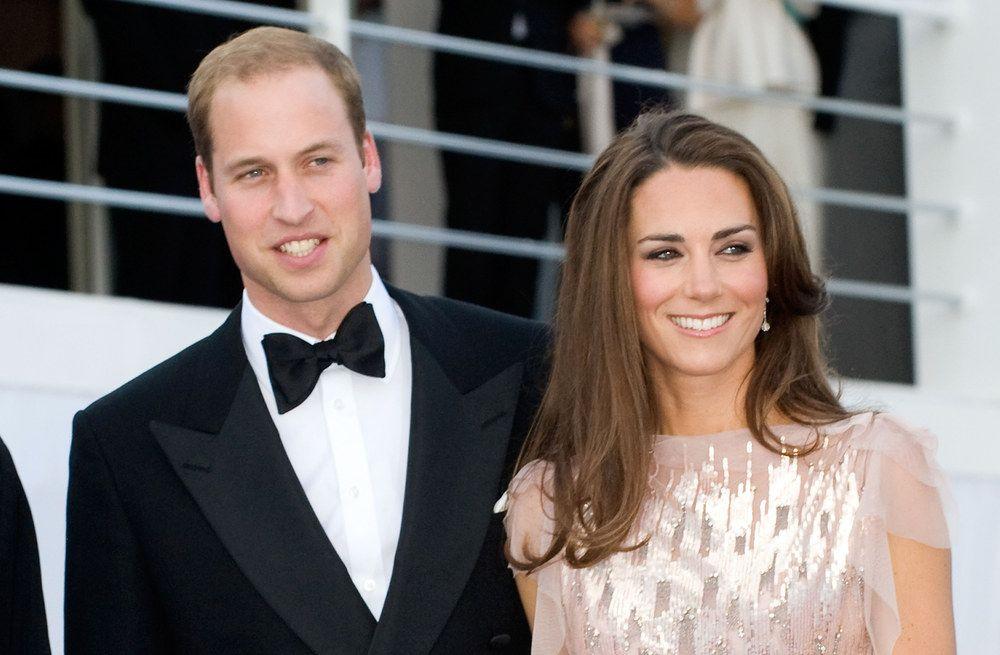 Kate Middleton ha partorito: il nuovo Royal Baby è maschio, la prima foto